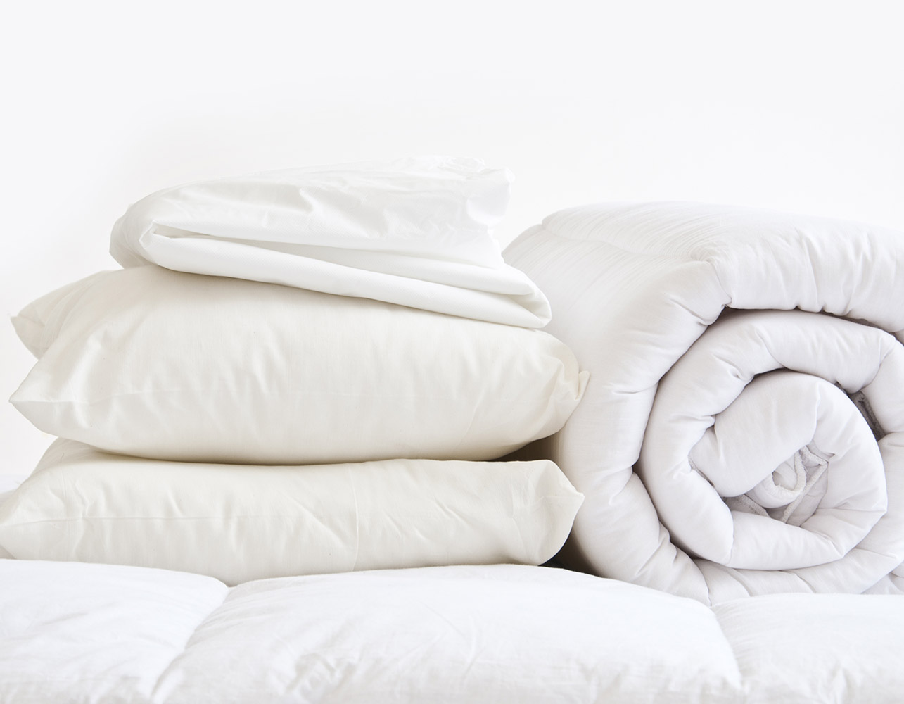 Slight Second - 10.5 Tog - Double Bedding Bundle Inc. Duvet, Protector and Pillows