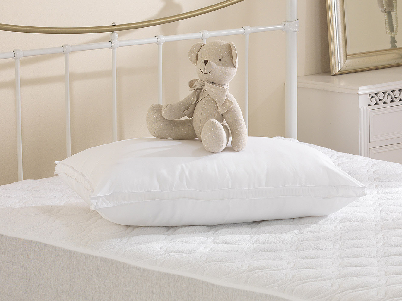 100% Peached Microfibre, Soft As Down, 3cm Gusseted Pillow