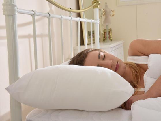 5 Star Ultra Bounce Back Polycotton Standard Medium Support Pillow Pair Thumbnail 2