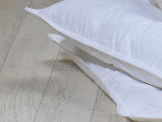 13.5 Tog - Luxury Duck Feather Duvet and Pillow Set Thumbnail 3