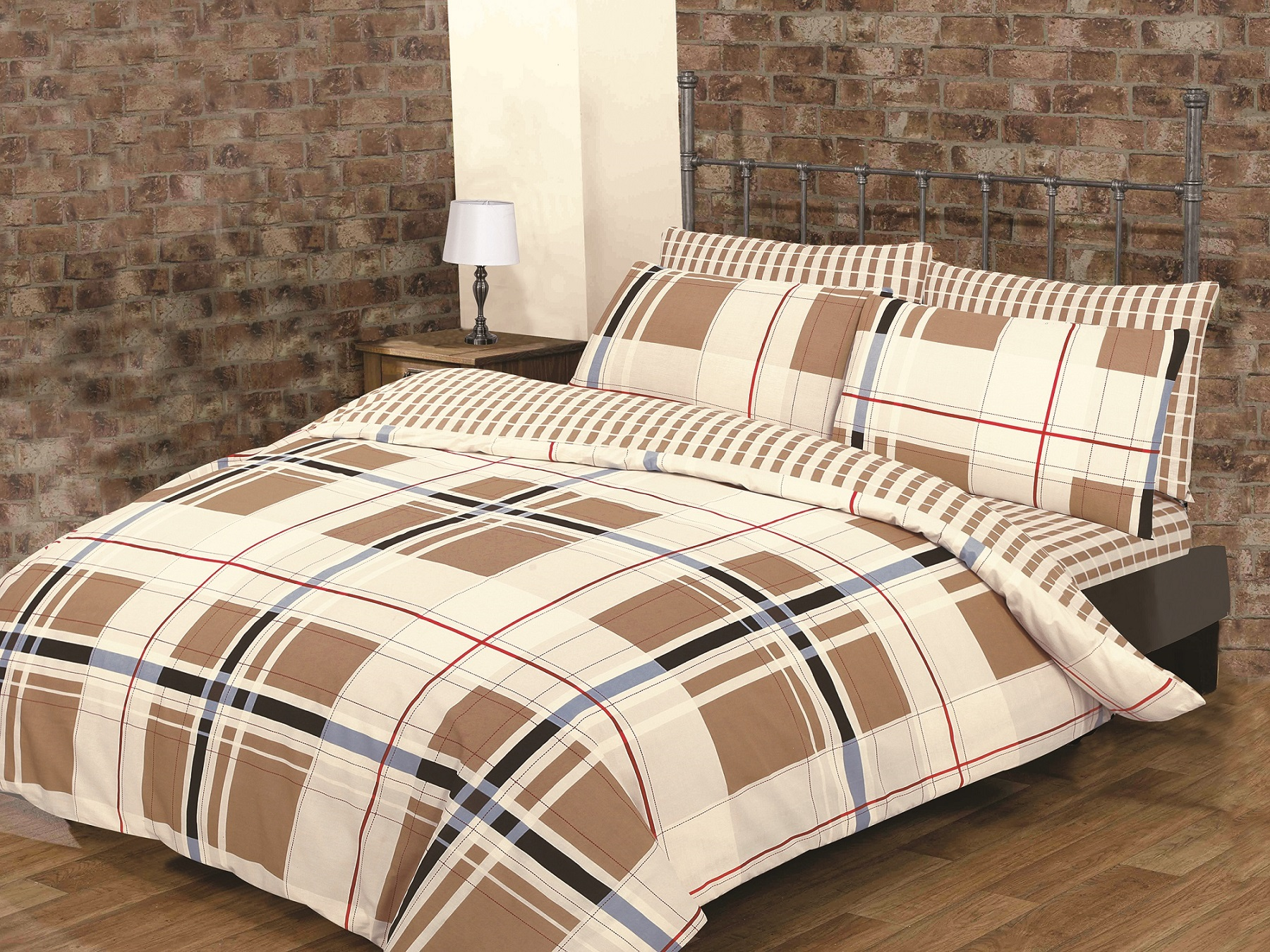 Burberry Look Easy Care Percale Classic Check Print Reversable Atlanta Duvet Set