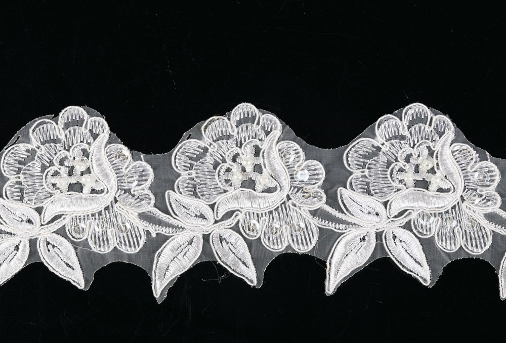 BL1-1 Yard of Stunning Vintage Ivory Beaded Applique Lace Trim Fringe Net Motif