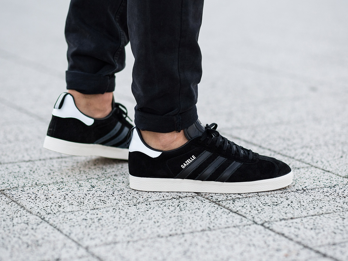 buy online 2618a 25d1b New Mens adidas Gazelle Originals Suede Black White Classic Shoes Trainers