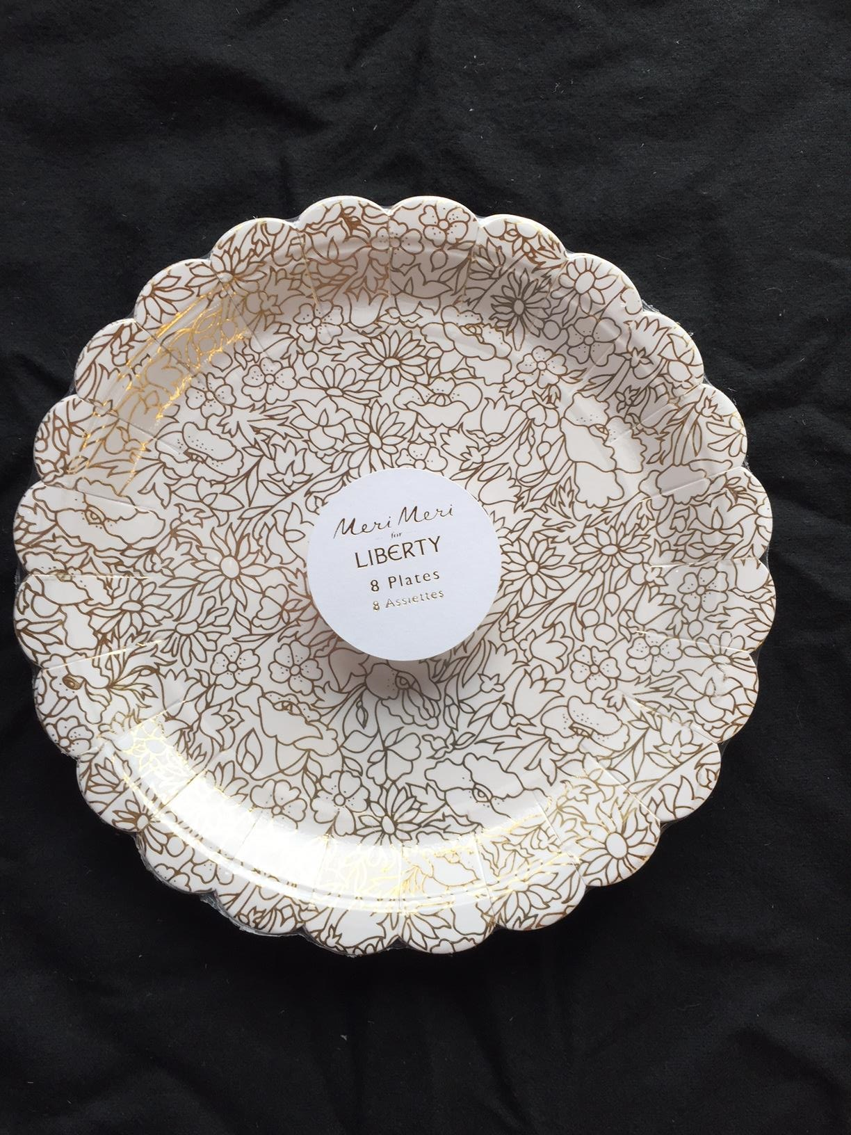 8 x Vintage Style Floral Paper Plates 18cm Scalloped Liberty Cream u0026 Gold Print & 8 x Vintage Style Floral Paper Plates 18cm Scalloped Liberty Cream ...