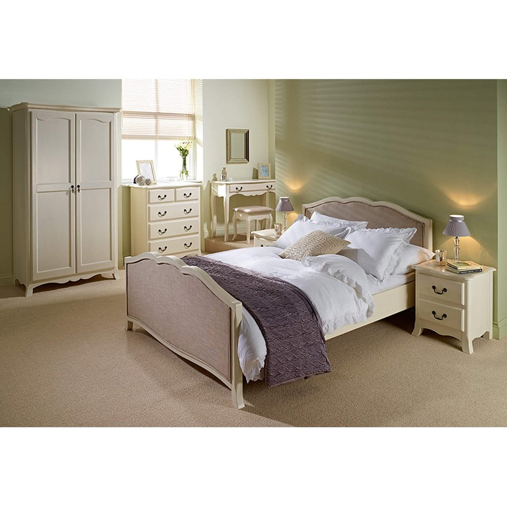 Shabby Chic Bedroom Sets: Chantilly Cream Bedroom Furniture