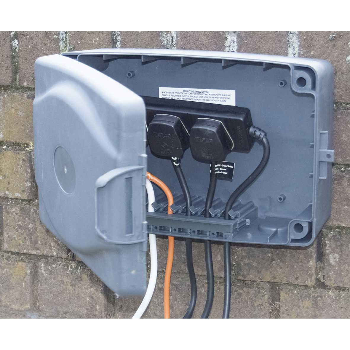 Masterplug Weatherproof Box With 8m Extension Lead For