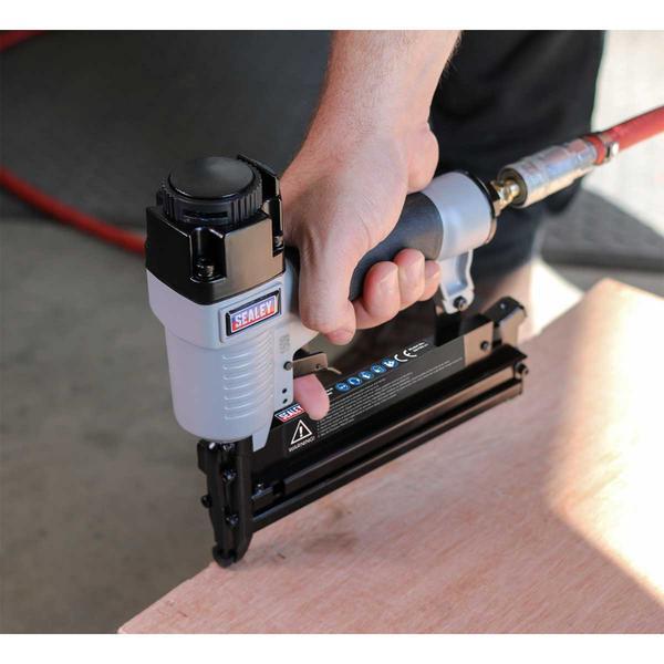 Sealey SAC0610EKIT Air Nail/Staple Gun Kit with Compressor Hose & Nailer/Stapler Thumbnail 6