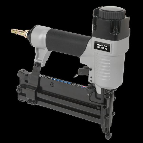 Sealey SAC0610EKIT Air Nail/Staple Gun Kit with Compressor Hose & Nailer/Stapler Thumbnail 8