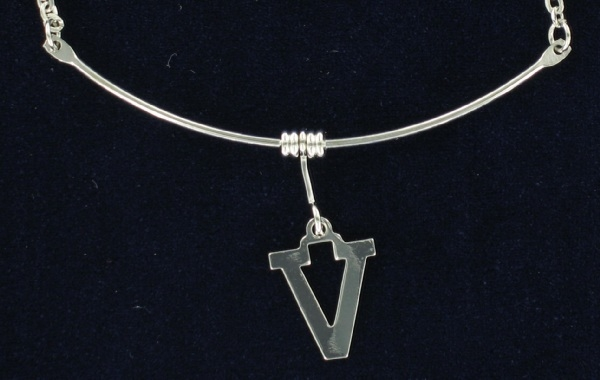 "70'S Silver Tone Initial Chain Link Pendant Necklace ""V"""